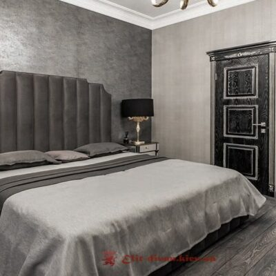 кровать серая с мягким изголовьем