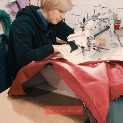 процесс изготовление кресла красного цвета на заказ